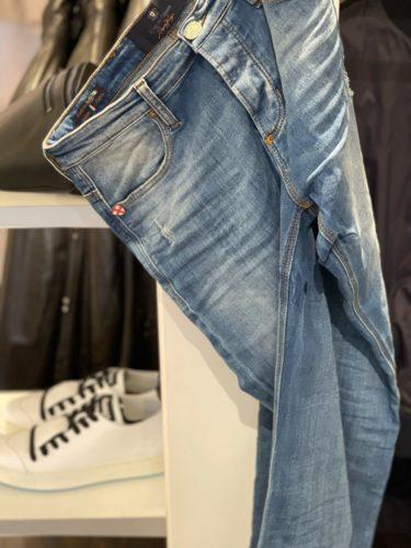 Artikel 317 / Jeans Blue de Gênes 219.95